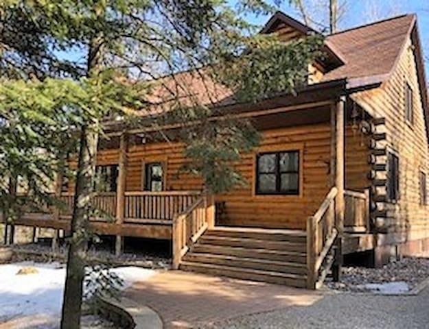 Large Crivitz Log House