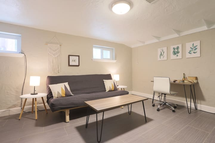 Charming South Park Hill Suite!