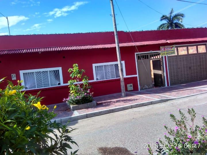 Casa familiar, amplia en Tocaima