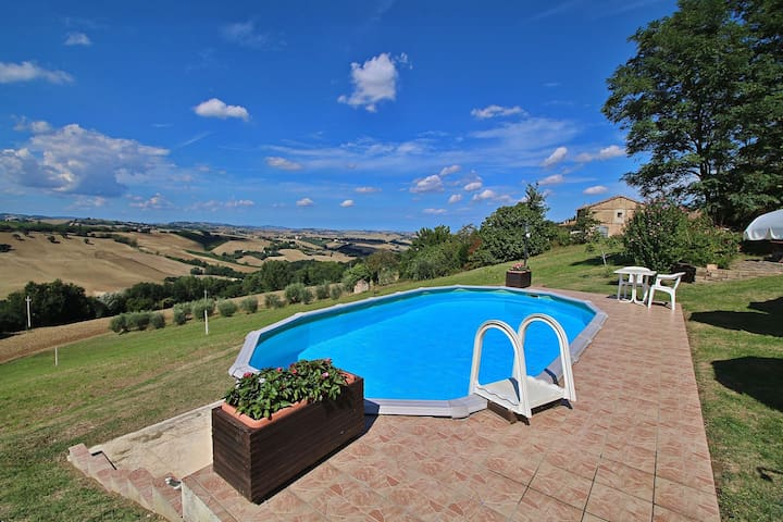 Holiday home in Piticchio surrounded by a magnificent landscape.