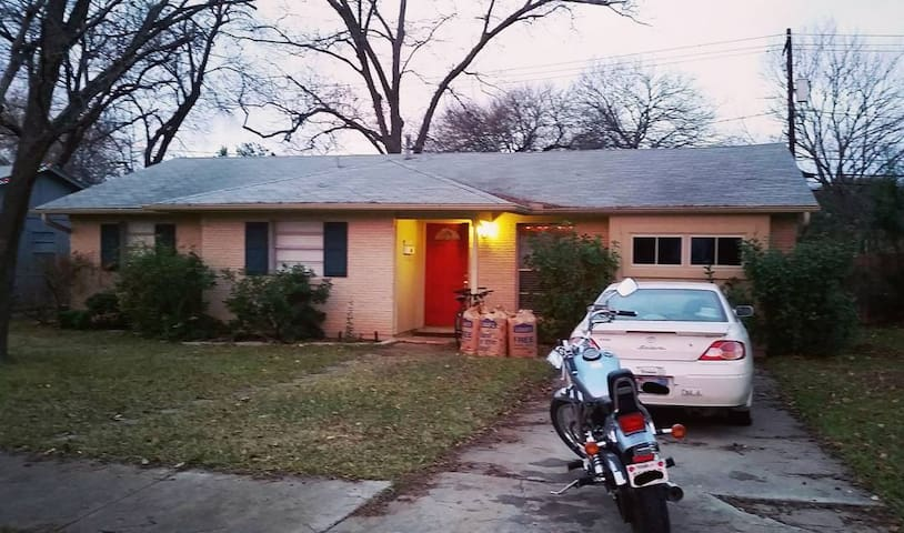 Humble home in Central Austin - EZ Hwy access