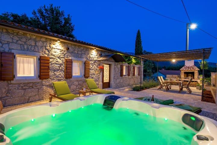 Villa Aurania - tradicija u svakom kamenu