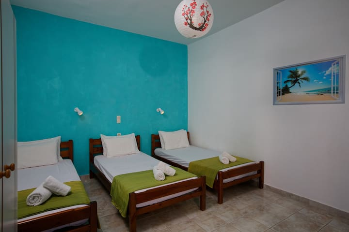 Excellent blue apartment for 5 persons at Gouves.