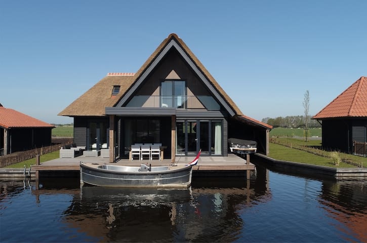 Property right on the water, motorboat inclusive