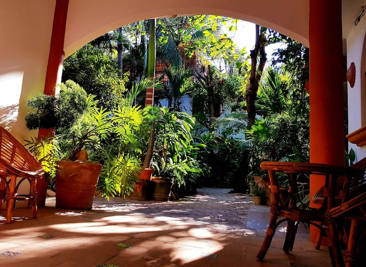 El Jardin - King 1: Bright, cozy room w/bathroom!
