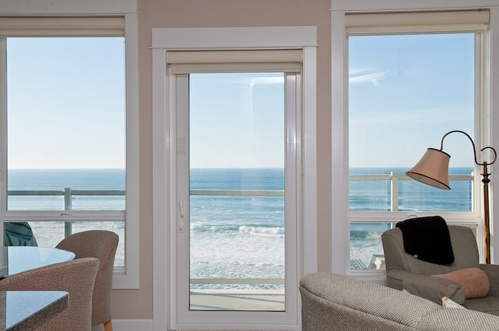 Sandcastles & Sunsets - Oceanfront Condo, Hot Tub!