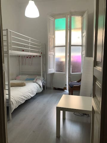 Privat room, near airport,two stops in Barcelona