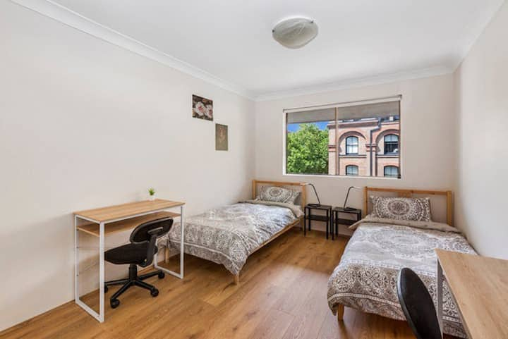 Private Double Room  with en-suite in Pyrmont
