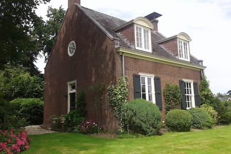 Rentmeesterswoning op landgoed Rhederoord - De Steeg