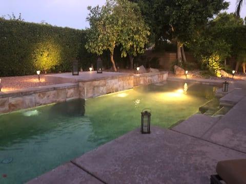 La Casita moderne et lumineuse profite de la piscine et du spa chauffé