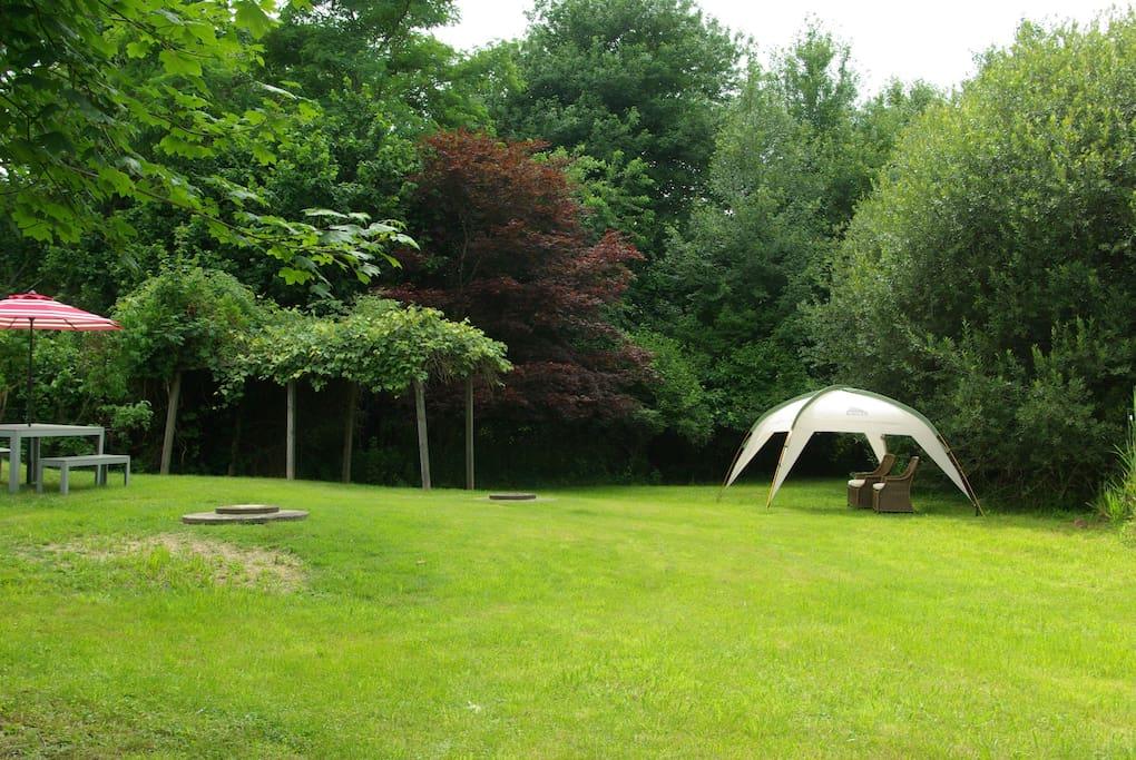 rambling 1.13 acre grounds