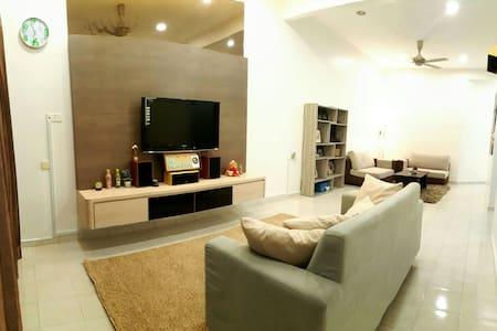 The Homestay @Kluang Delima2 如溫民宿 - Kluang - Casa