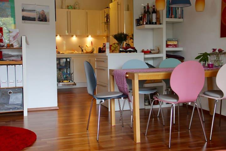 Gemütliches Zimmer in schöner Wohnung