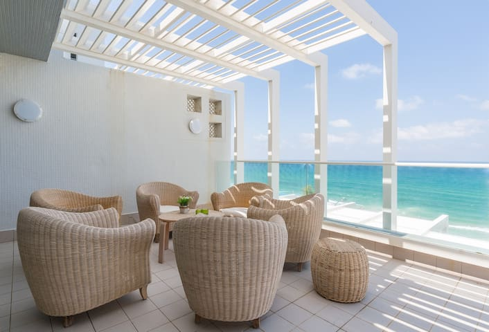 Luxury apartment on the beach - wonderful sea view