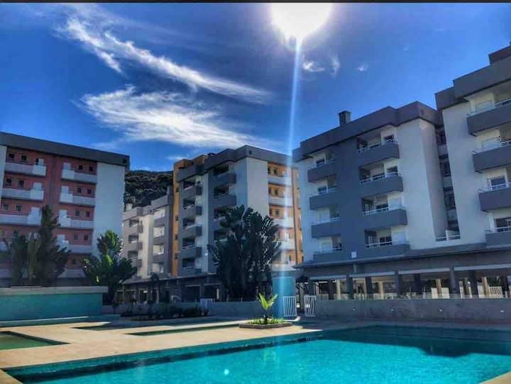 Apartamento 350 metros da praia, com piscina!
