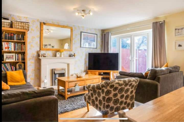 4 Bedroom House Coventry Hosted By SnoozeNow