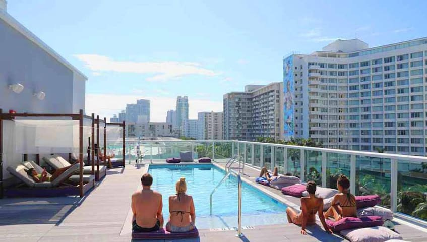 Penthouse Suite W/Balcony, Rooftop Pool & Terrace