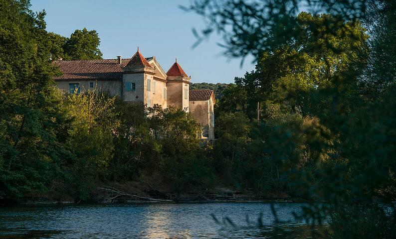 Belle demeure languedocienne au bord de l'Hérault