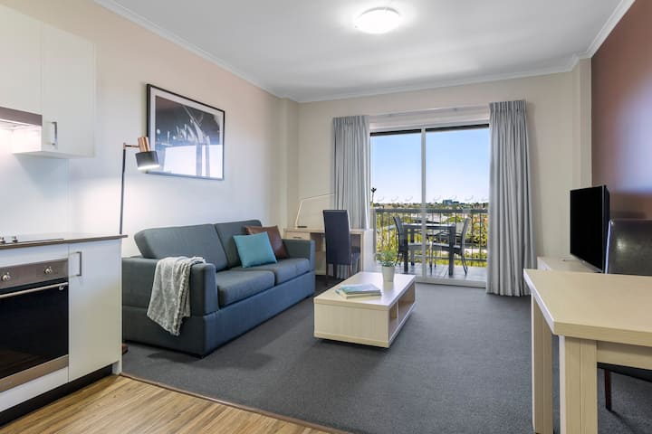 One Bedroom Apartment near ICC & Darling Harbour
