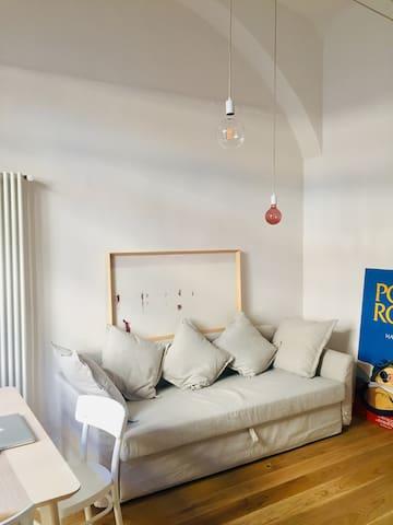 Zona living -divano letto 140X200 La biancheria è fornita da noi.