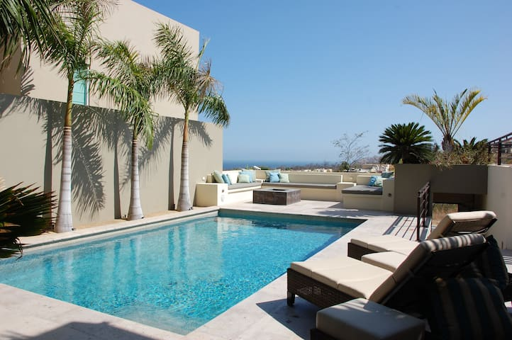 Beautiful home in the Cabo corridor