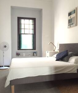 Bright double room with own bathroom in Old Town - Palma - Appartement