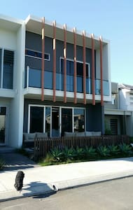 Funky urban house. - Maroochydore - House