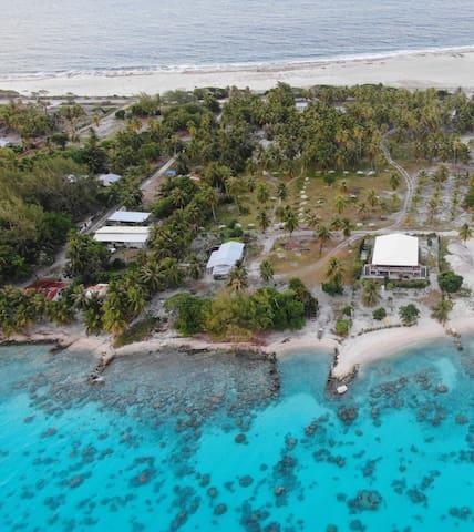 en bord lagon avec plage privative