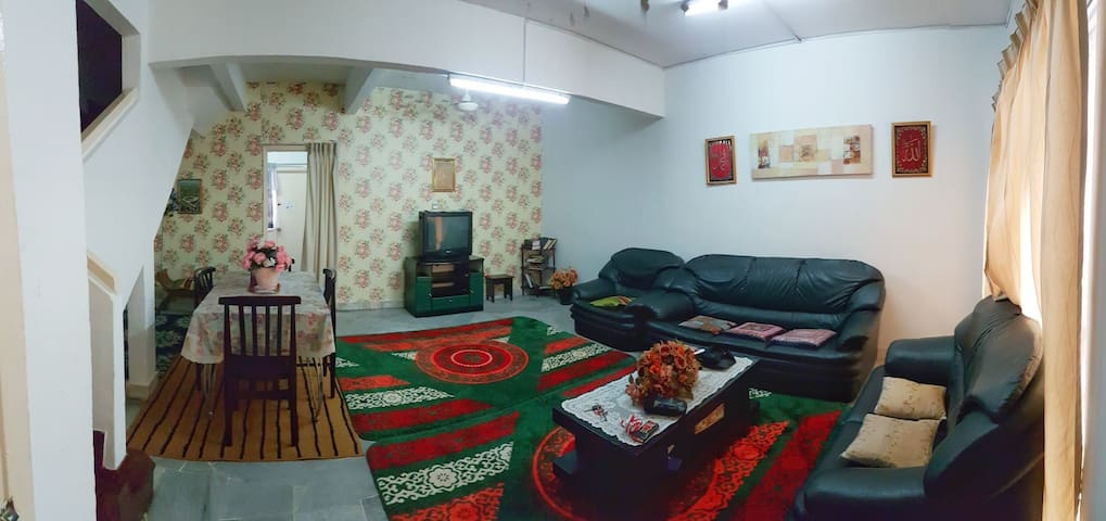 the living room (common space)