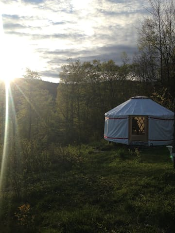 4 season Upper Yurt Stay on a VT Small Farm - Randolph - Yurt