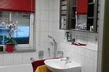 Moderne 2 Zimmer Wohnung mit Küche und Bad
