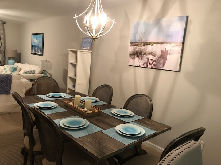 2BR / 2BA Condo 1 Mile From The Beach Linens Incl.