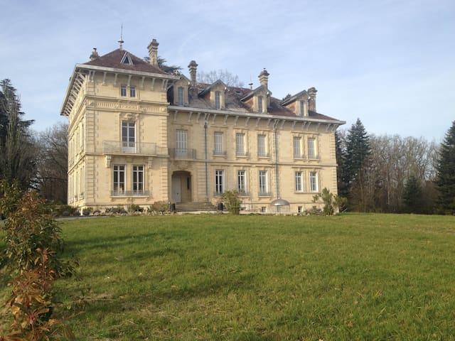 Appartement dans château 19eme - Carignan-de-Bordeaux - Kasteel