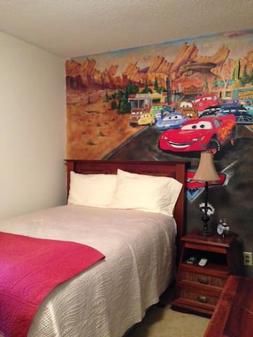 Upstairs Bedroom, Full Bed