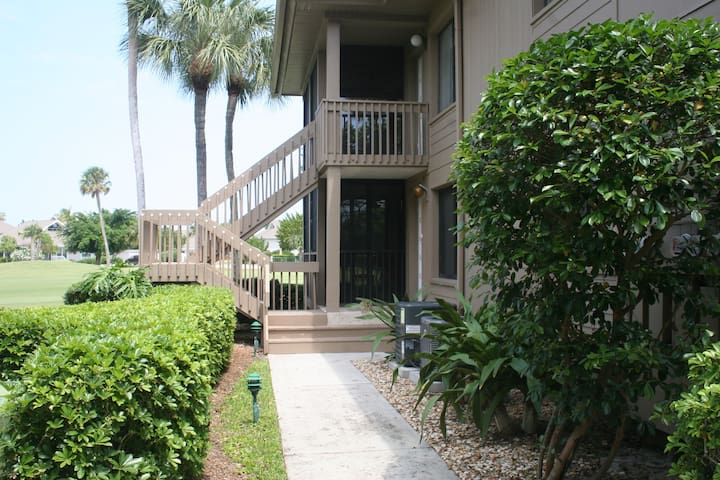 2 BR/ 2BA Condo in IRP. Monthly Rental. Ocean Club