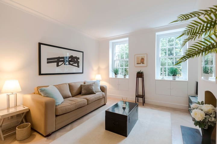 Bright & Leafy 1BD Flat in the Heart of Chelsea!