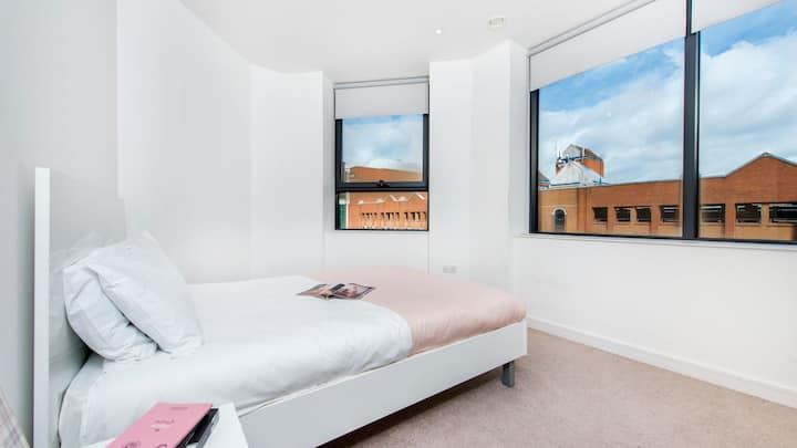 Centrally Located 1 Bedroom Apartment in Harrow