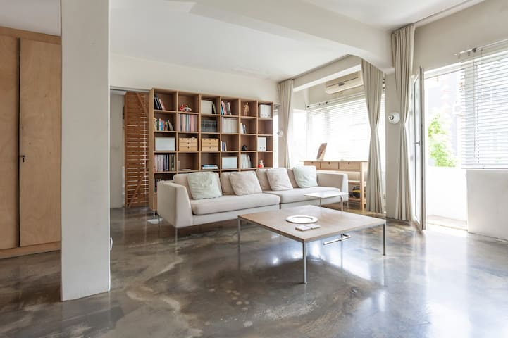 Spacious & Comfortable Loft in The Heart of City