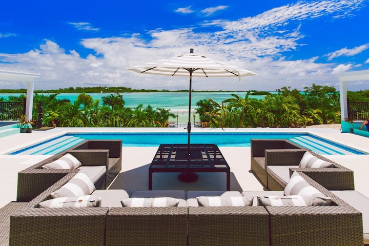 ZION | BEACHFRONT | POOL | LUXURY - Central Eleuthera - บ้าน