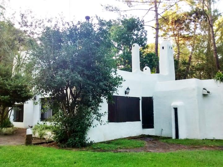 Casa Mediterranea cerca de Playa, Bosque y Centro