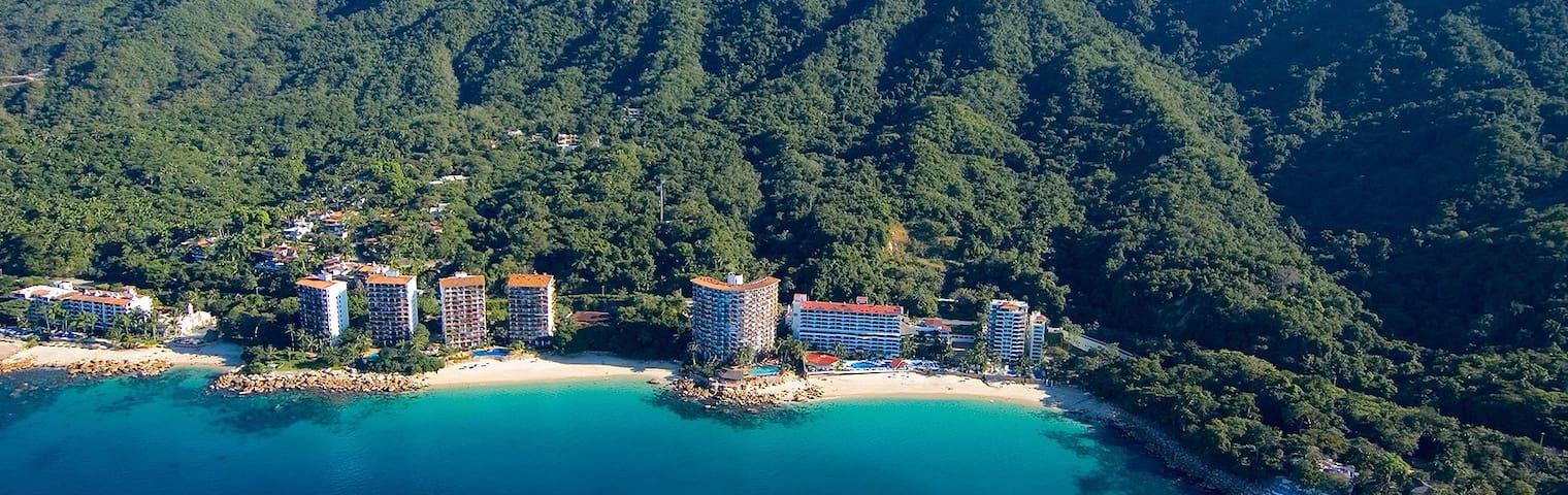 Secluded beachfront 1 bdr 2 bath @ Playas gemelas