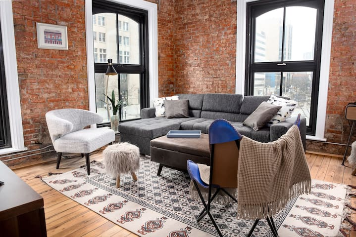 Historical Downtown Flat | Modern Design