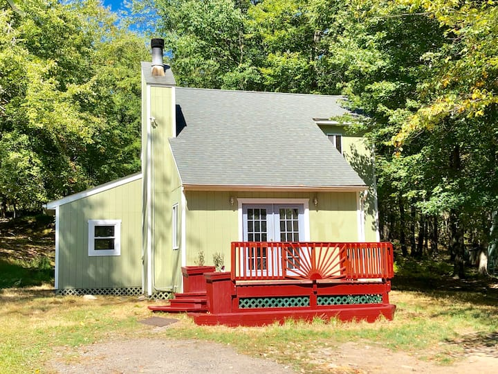 Traditional Poconos Getaway Perfect For Families