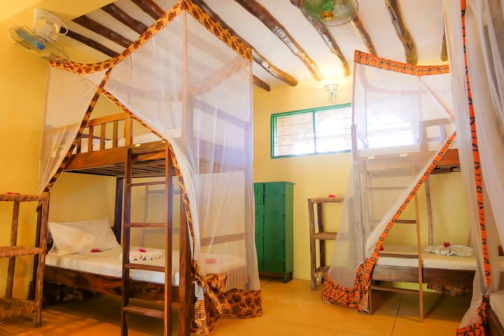 Demani Lodge: Bed in Ten Bed Dormitory