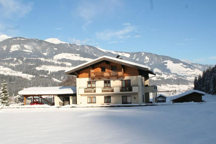 Meadow-View Holiday Home in Hollersbach im Pinzgau near Ski Area
