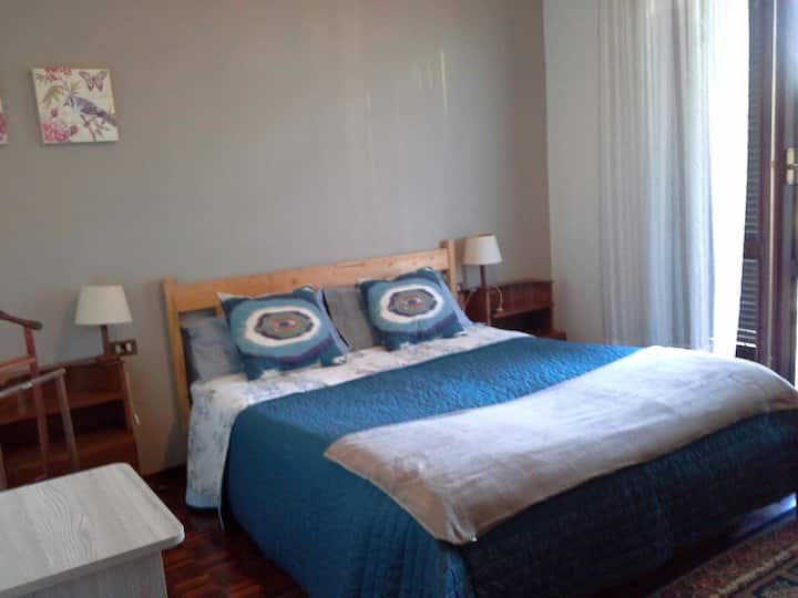 Camera accogliente,con WiFi, cucina in villa