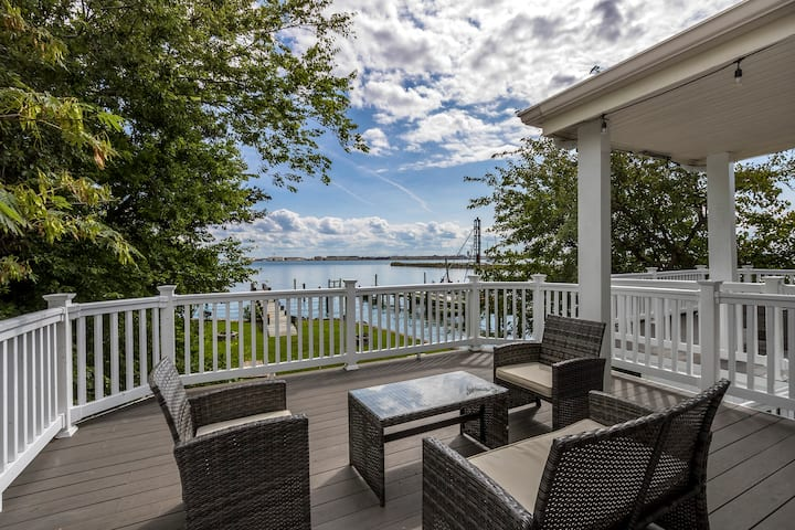 Waterfront Getaway on the Bay (Monthly Rentals Available)