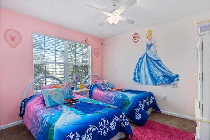 Twin Disney Princess bedroom