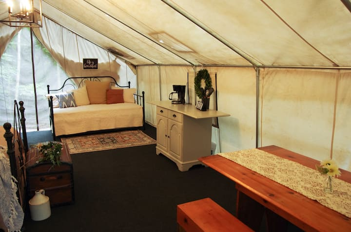 Quaint and Quiet Glamping Tent!