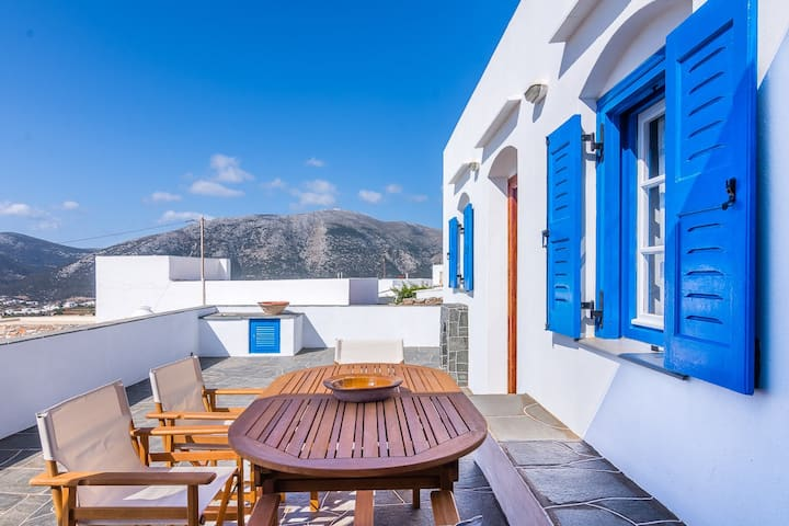 Sifnos- Spacious 2-bedroom house, fantastic yard!